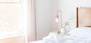 AuBergewohnlich Schlafzimmer Minimalistisch Eingerichtet In Warmen Farben